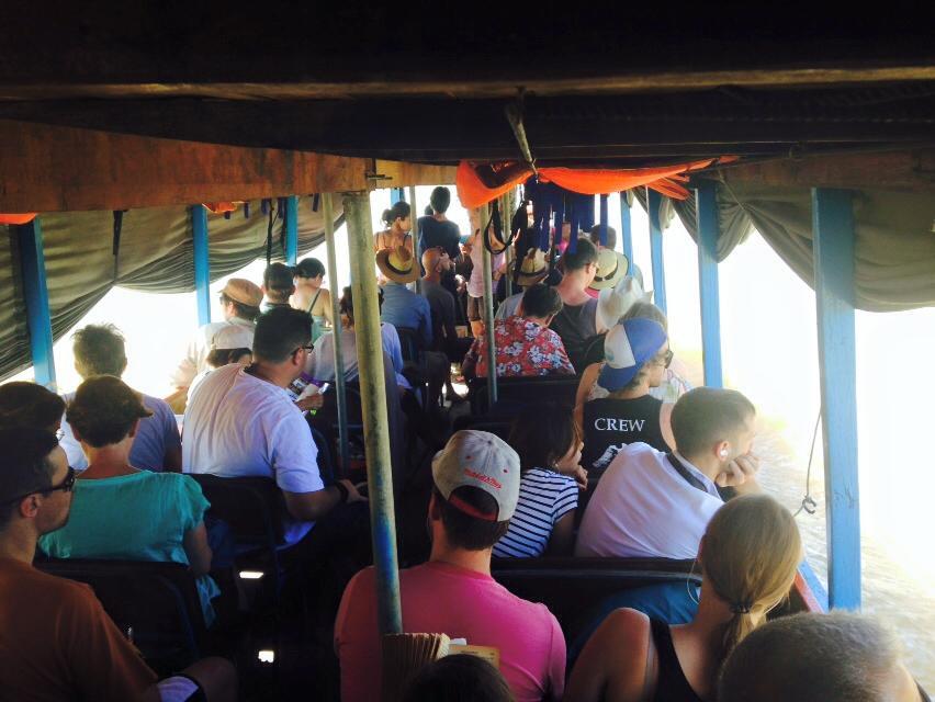 Touristes sur le bateau de Siem Reap à Battambang, Cambodge